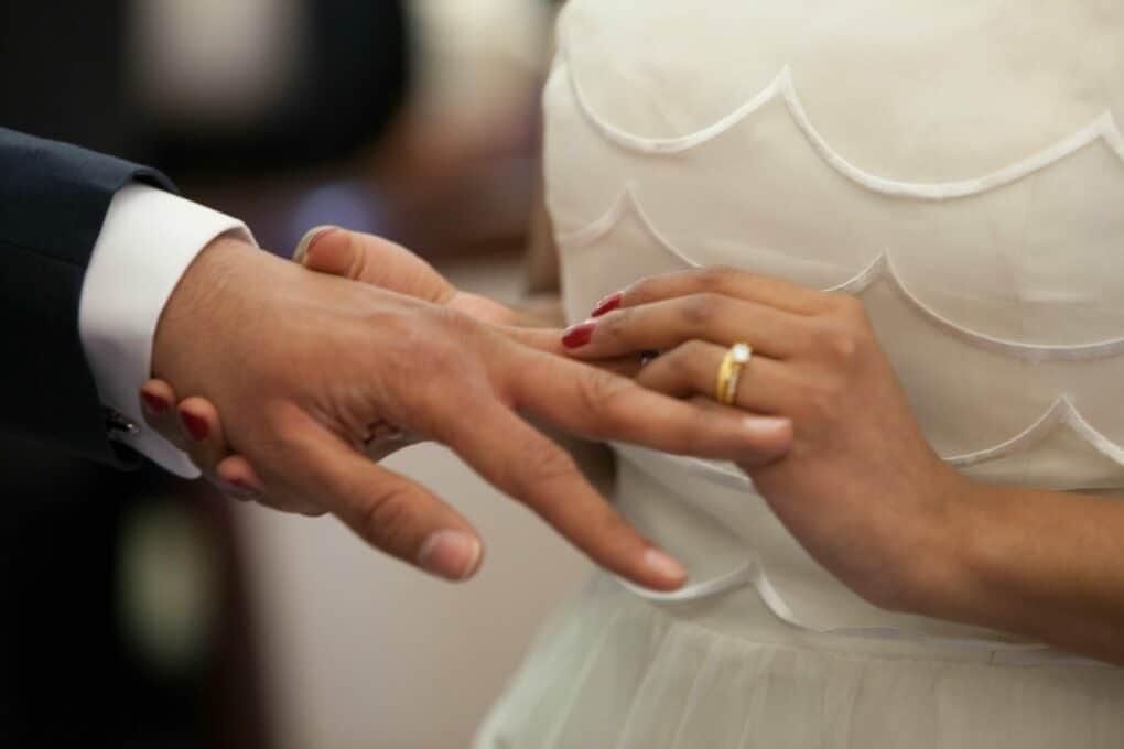 Ringtausch bei einer freien Hochzeit in der Schweiz